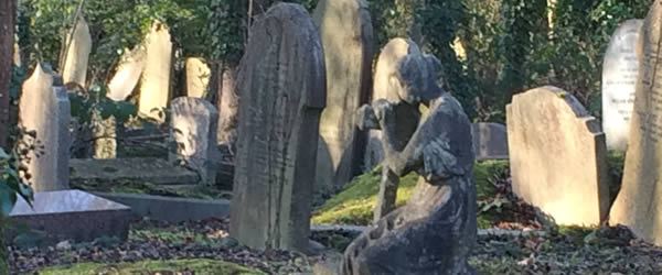 A Walk Among The Tombstones – Highgate Cemetery